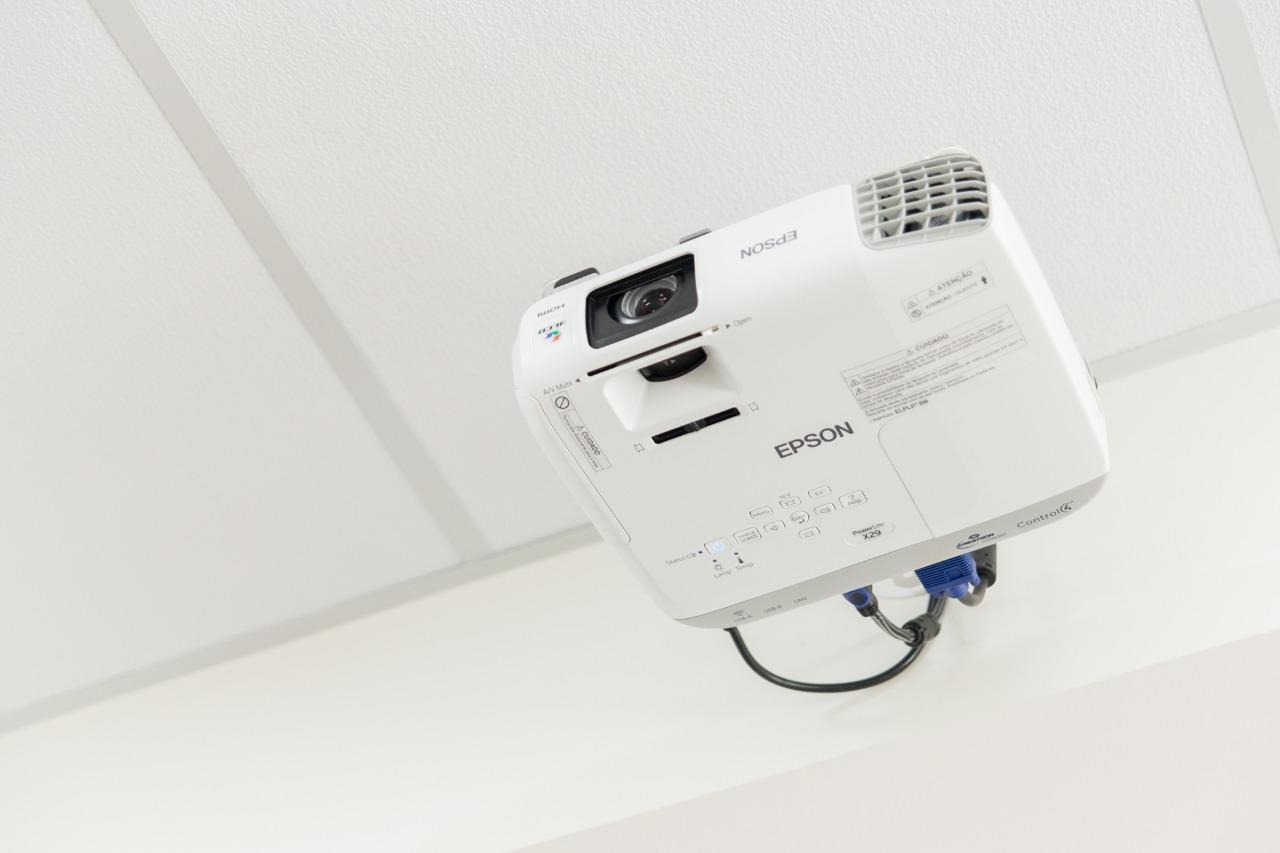 projetor-epson-hdmi-3000-lumens Locação de Sala
